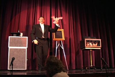 Amazing Illusionist James Kellogg Jr. #1 in FUN! | Dana Point, CA | Illusionist | Photo #11