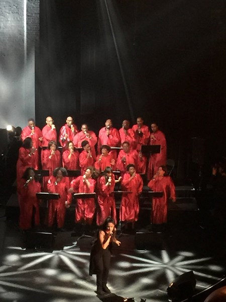 LATE SHOW'S GOSPEL CHOIR AT APOLLO