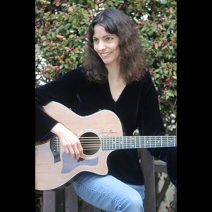 Rock Springs Acoustic Guitarist | Helen Avakian