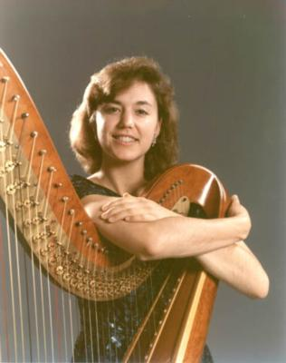 Leslie McMichael, Pluck Music | Vashon, WA | Classical Harp | Photo #3