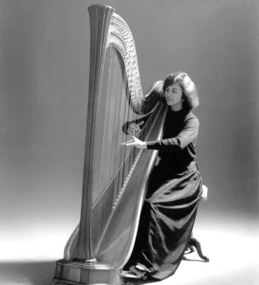Leslie McMichael, Pluck Music | Vashon, WA | Classical Harp | Photo #4