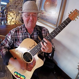 Flagstaff Acoustic Guitarist | Walt Pitts - Versatile Professional Mobile Music