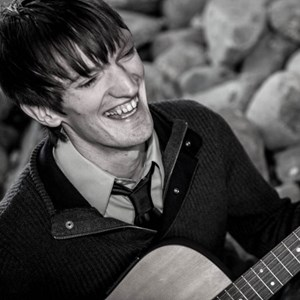 Kelliher Acoustic Guitarist | Vinnie Rose