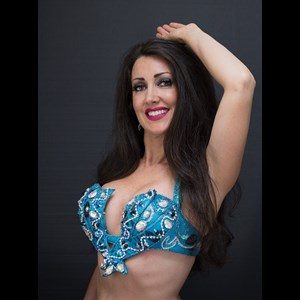 Arch Cape Belly Dancer | Eva Bellydancer