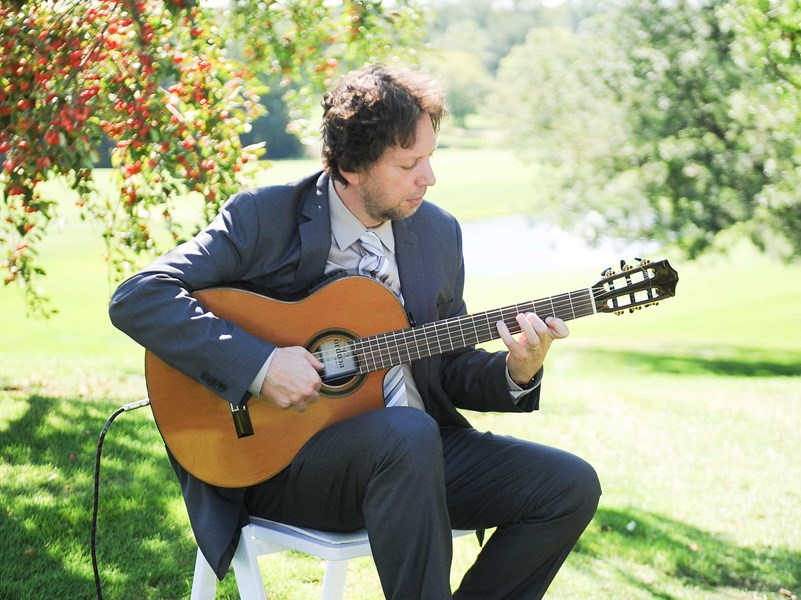 Pavel Jany - Classical Guitarist - Minneapolis, MN