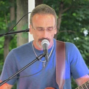 Massachusetts Acoustic Guitarist | Ross Mcginnes