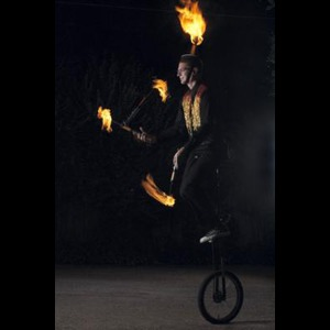 Garland Fire Eater | World Record Stunts