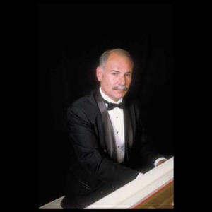 Bedford Organist | Pianist On Call