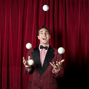 Buffalo Plate Spinner | Michael Karas, World-Renowned Juggler