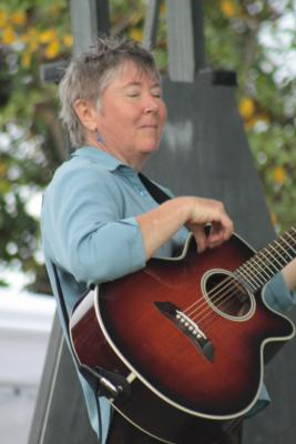 Laurie Dameron | Boulder, CO | Jazz Acoustic Guitar | Photo #18