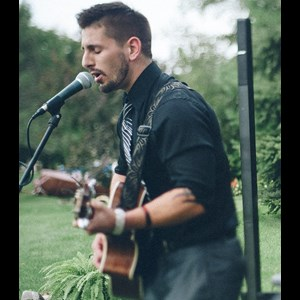 Madison Acoustic Guitarist | Bret Huotari