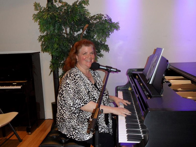 Amy Lauro - Pop Pianist - Houston, TX