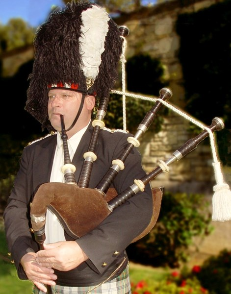 Bagpiper for Los Angeles -Scottish Pipes & Drums - Bagpiper - Woodland Hills, CA