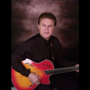 Broxton Acoustic Guitarist | Mike Johnson