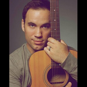 Bauxite Acoustic Guitarist | Brandon Crocker