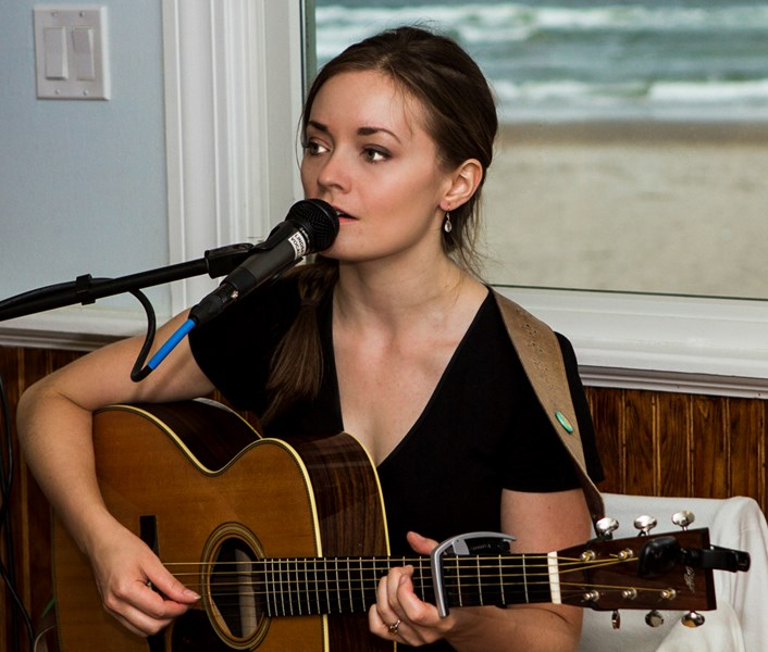 Lindsay Straw - Folk Acoustic Guitarist - Boston, MA