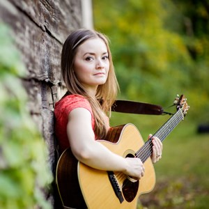 Watertown Acoustic Guitarist | Lindsay Straw
