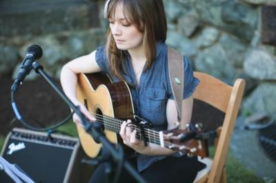 Lindsay Straw | Boston, MA | Folk Acoustic Guitar | Photo #12