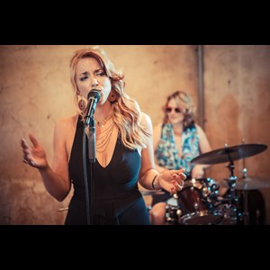 Blue Ball Motown Band | Amber Rae and The Swinging Foxes