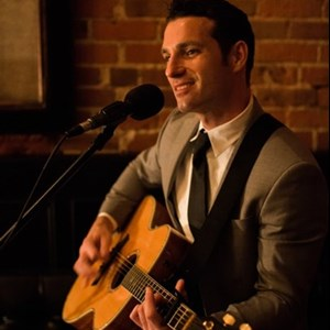 California Acoustic Guitarist | Matt Commerce
