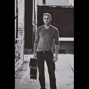 Hinkley Acoustic Guitarist | Jesse Macleod