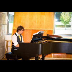 Rochester Jazz Pianist | Cole Thomas