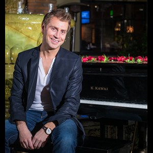 Spalding Pianist | Phil Thompson Pianist & Vocalist, Duos, Trios & DJ