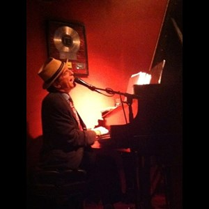 Burlingham Jazz Singer | John Bauers, piano/vocals