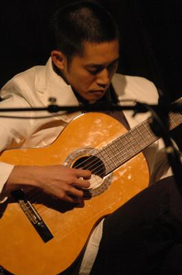 Barmey Ung | Chicago, IL | Acoustic Guitar | Photo #2