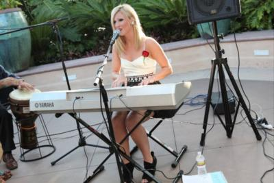 Em Simone, Premier Oc Singer/pianist | Orange, CA | Singer | Photo #9