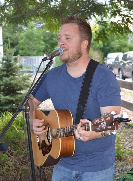 Stephan Hume - Singer, Guitarist, and Entertainer - Acoustic Guitarist - Littleton, CO