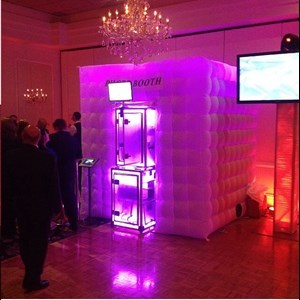 Roslyn Photo Booth | Devine Entertainment Photobooths