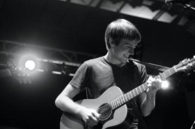 Will Hutchinson | Lincoln, NE | Acoustic Guitar | Photo #4