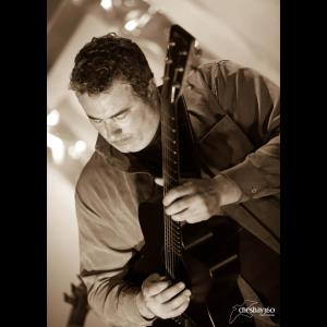 Norfolk Acoustic Guitarist | Bryan  Dunn Music