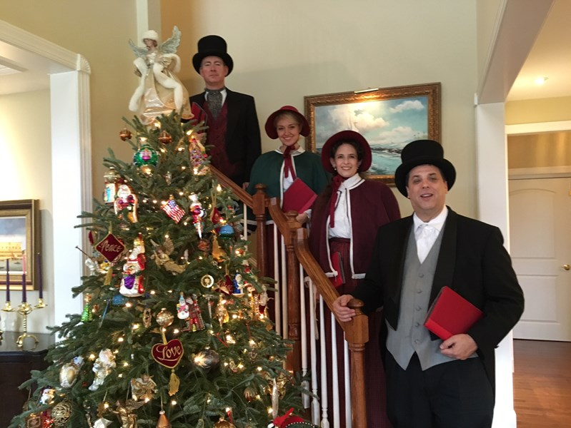 The Clarion Voices - Christmas Caroler - Lansdowne, PA