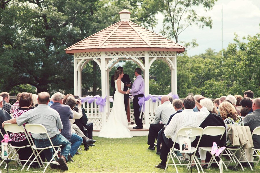 Dells Bells Wedding Chapel ~ Minister To Go - Wedding Officiant - Wisconsin Dells, WI
