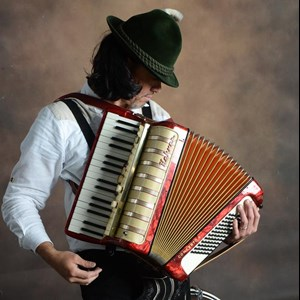 Queens Accordion Player | Papa Bavarian