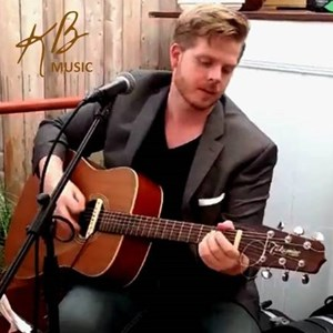 Jackson Heights Acoustic Guitarist | Kurt Borst