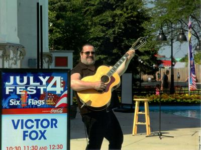 Vic Fox | Wheeling, IL | Singing Telegram | Photo #11
