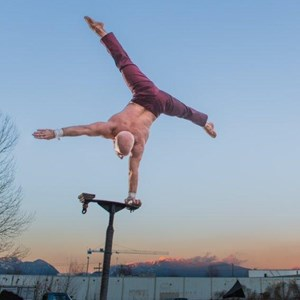 Washington Acrobat | Darren Bersuk