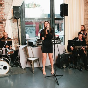 Greenwich Cover Band | Veronika Jokel Music