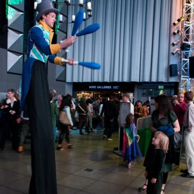 Mickey Rowe Entertainment | Ashland, OR | Stilt Walker | Photo #1