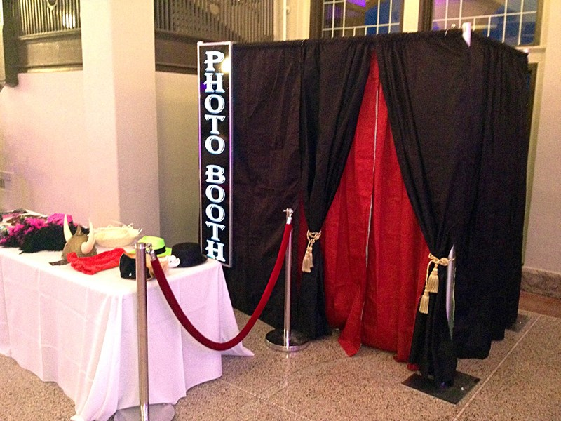Detroit DJ Entertainment Services - Photo Booth - Farmington Hills, MI