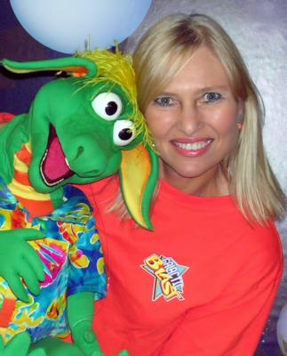 Jacki Manna Ventriloquist and Magician | Orlando, FL | Magician | Photo #1