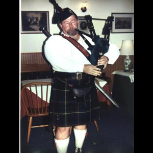 Williston Bagpiper | MacGregor's Piper