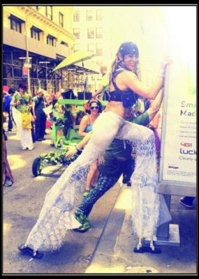 Lady Leggs | New York, NY | Stilt Walker | Photo #3