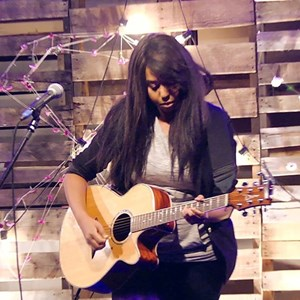 Shoals Acoustic Guitarist | Kimberly Alana