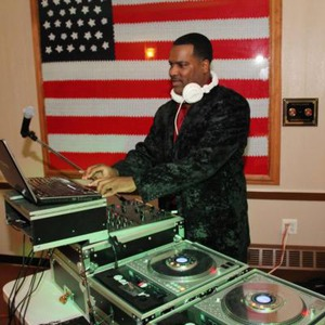 Flagtown Event DJ | DJ R-Boogie
